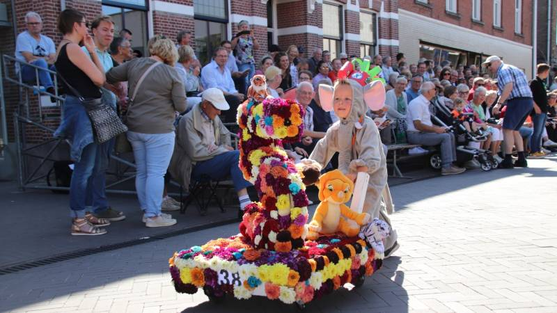 Zonnig Kindercorso in straten Zundert
